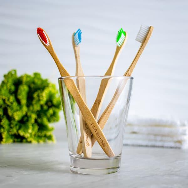 Paquet de 4 brosses à dents en bambou